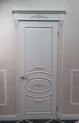 Двери с элементами резьбы