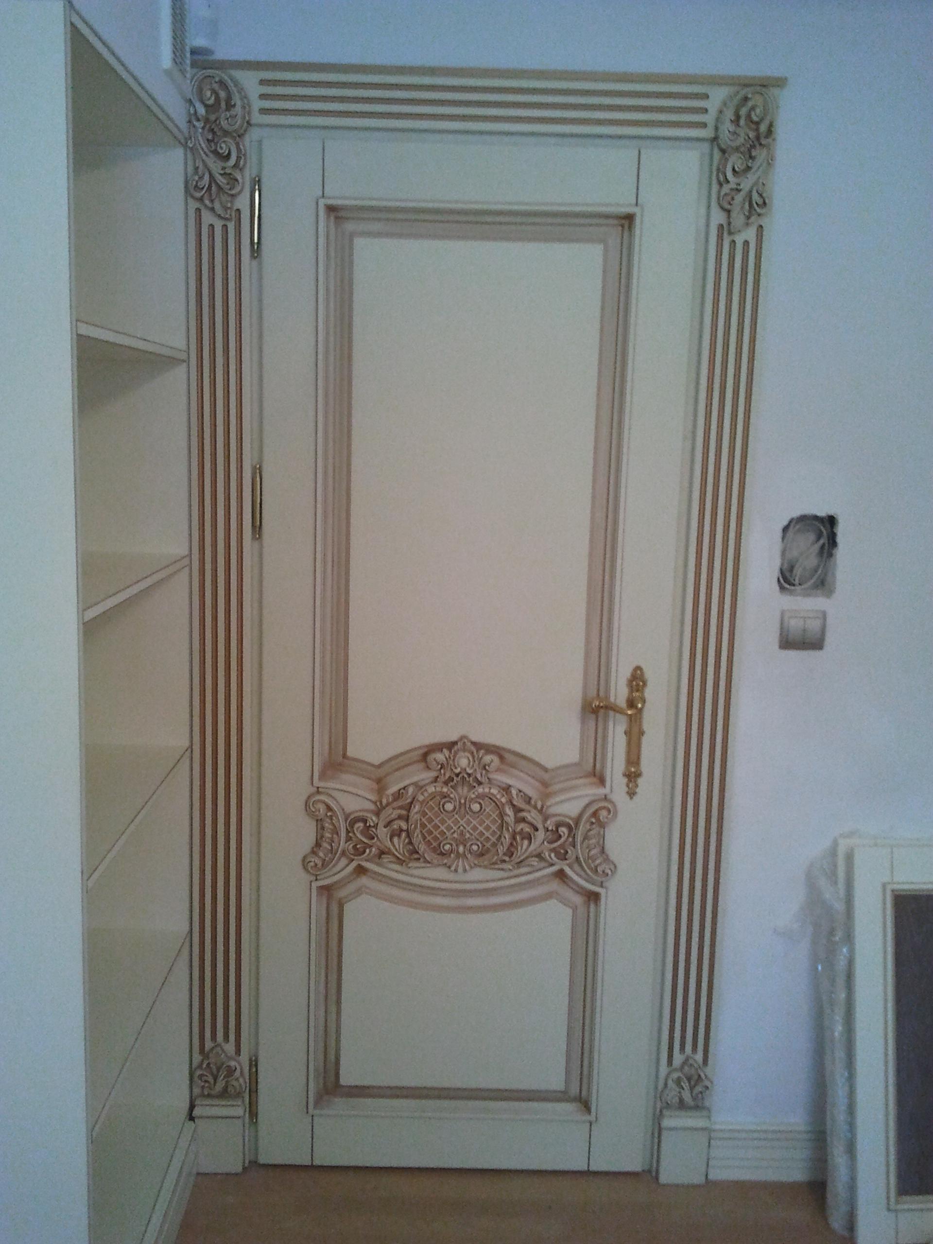 Двері з елементами різьблення - фото 15