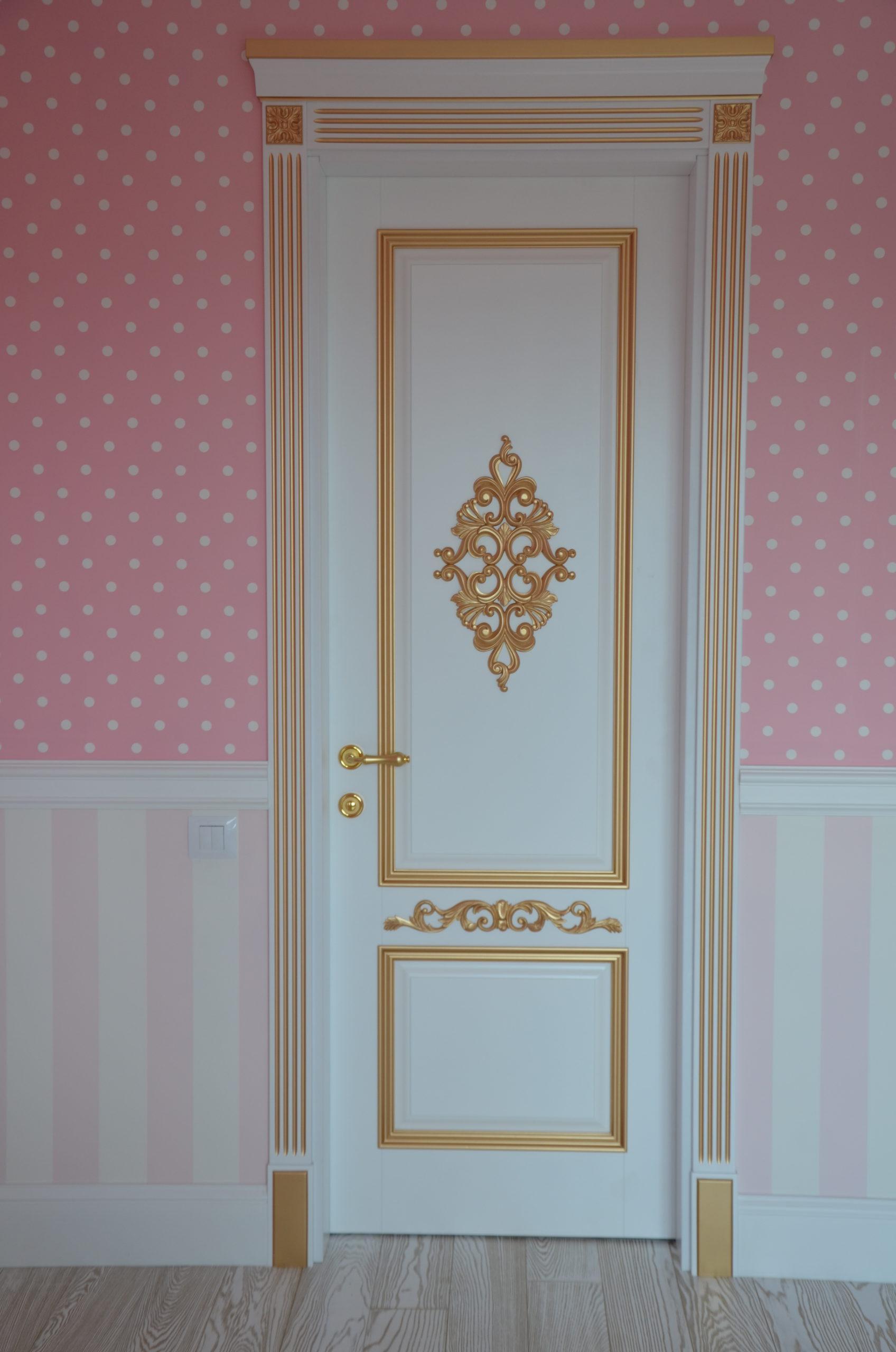 Двері з елементами різьблення - фото 2