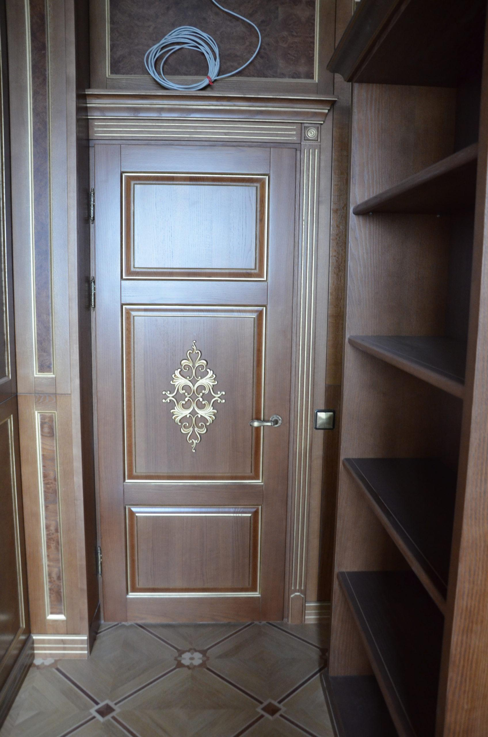 Двері з елементами різьблення - фото 22